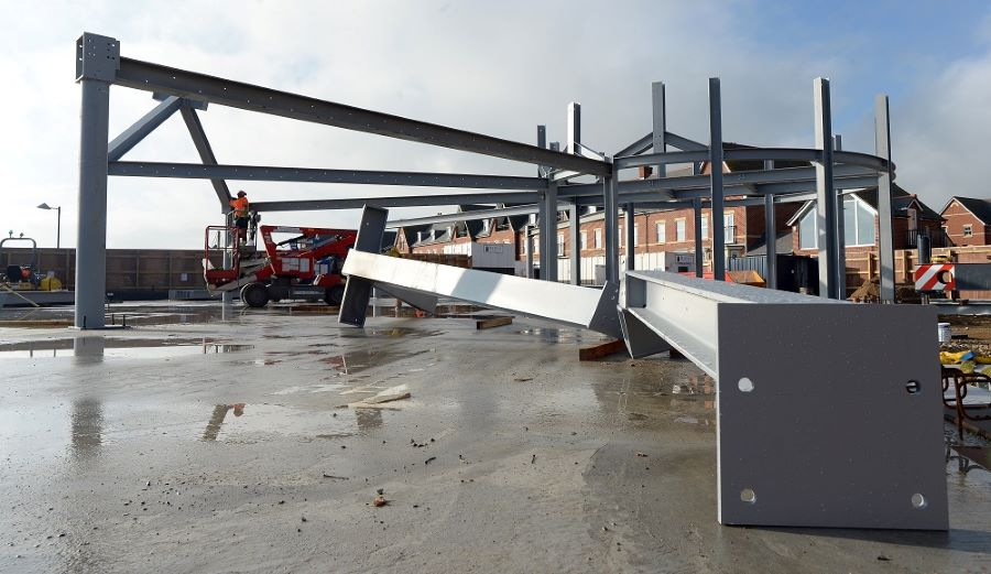 Steel frame erected on new seafront café in Felixstowe 7